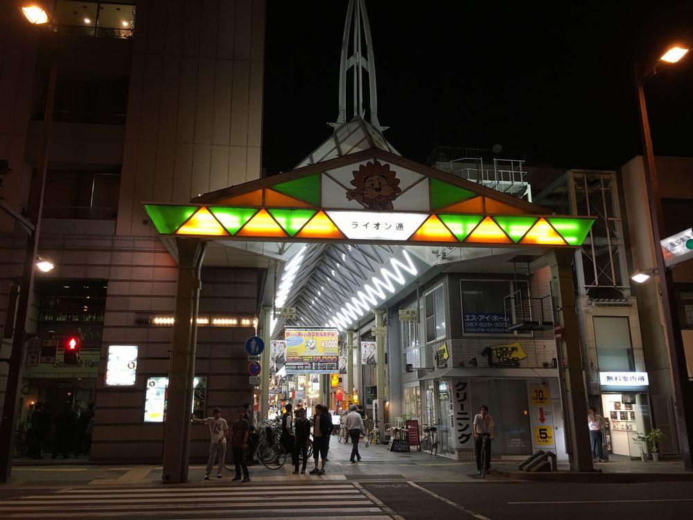 高松のライオン通りの入口