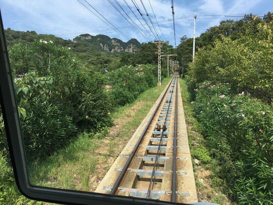 八栗寺行きのケーブルカーのレール