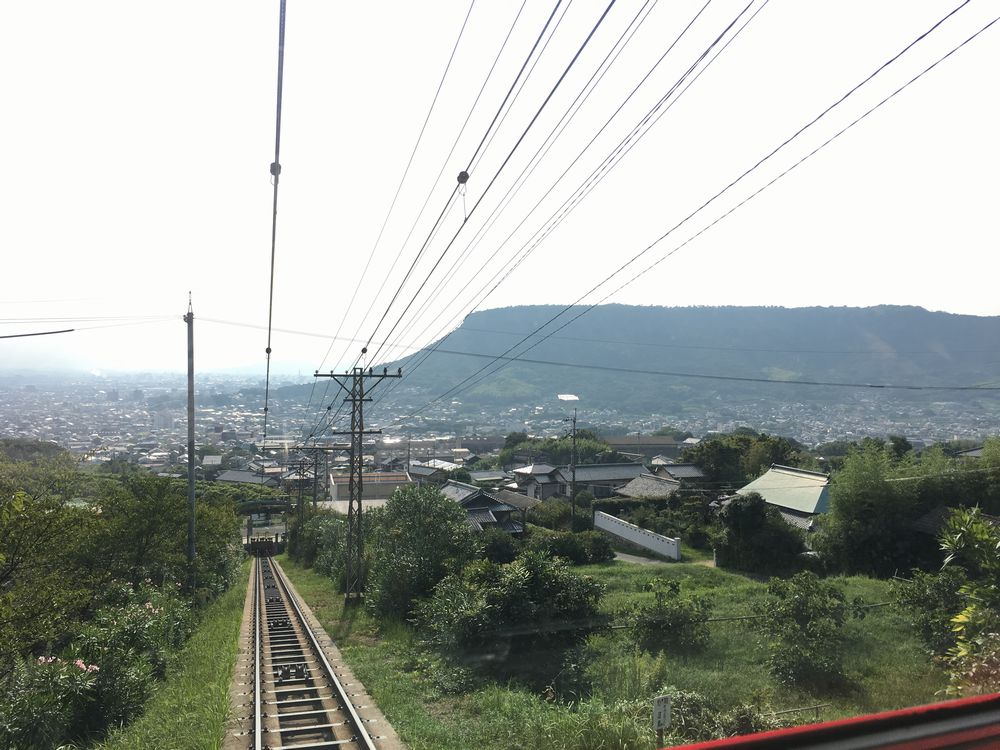 八栗寺のケーブルカーの最前列