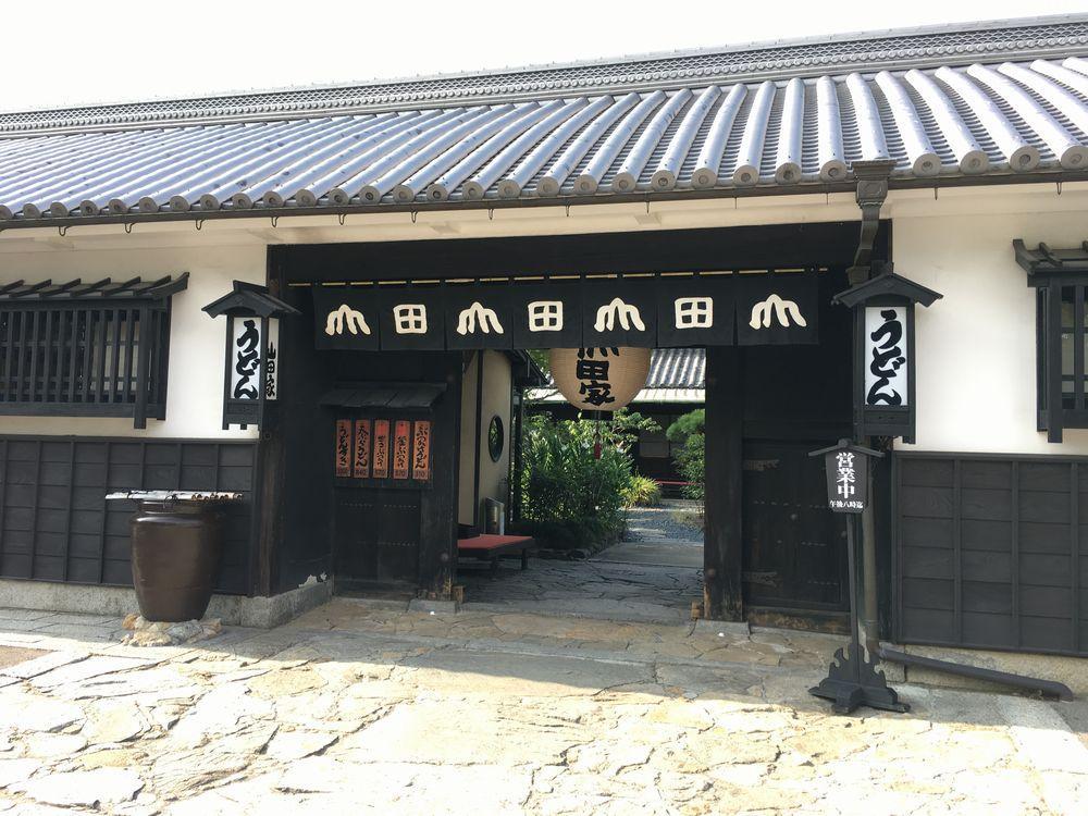 うどん本陣山田家本店の入口