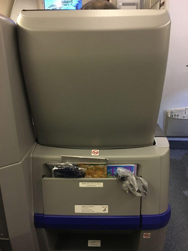 ANA540便(高松-羽田)のプレミアムクラスの座席