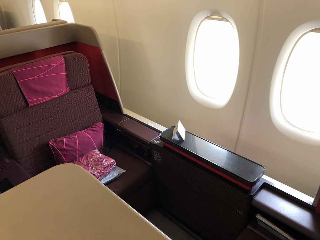 マレーシア航空MH89便のA380のビジネススイートの座席2