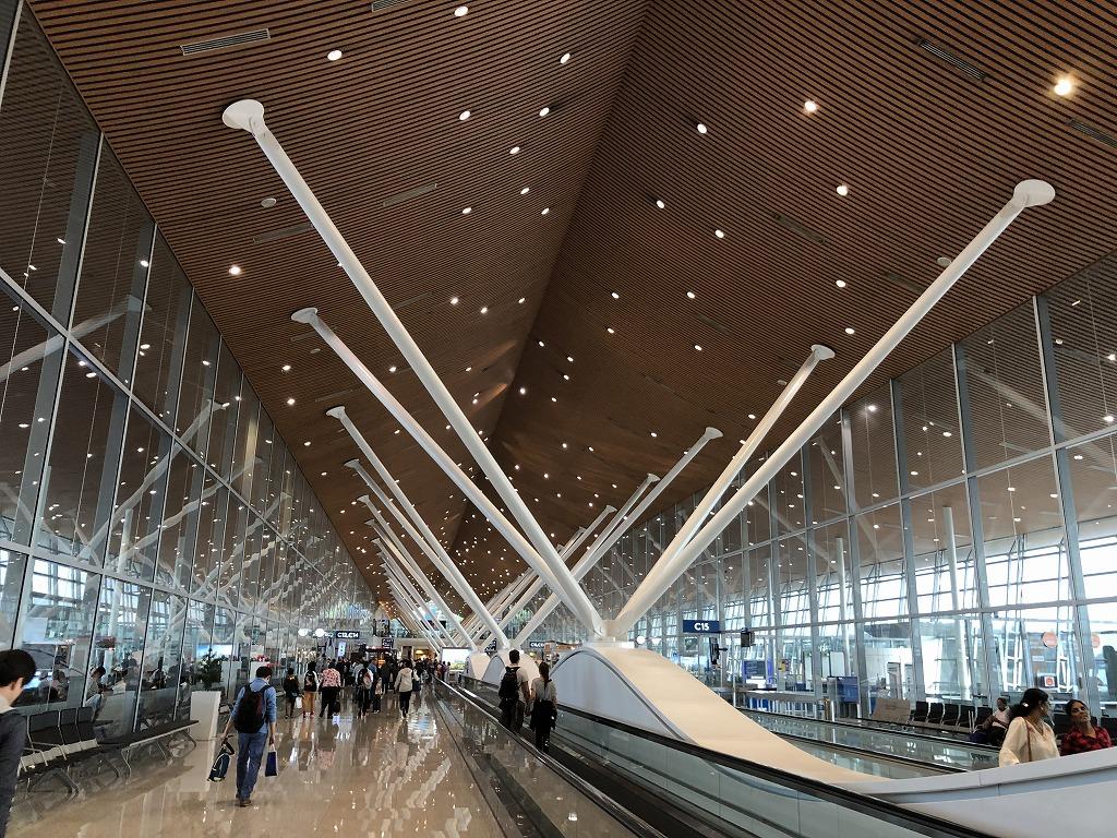 クアラルンプール国際空港の通路
