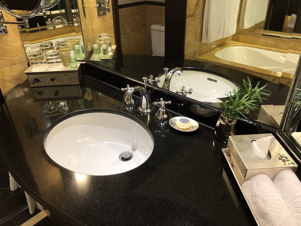 マンダリン オリエンタル クアラルンプールのクラブルーム(パークビュー)の洗面台
