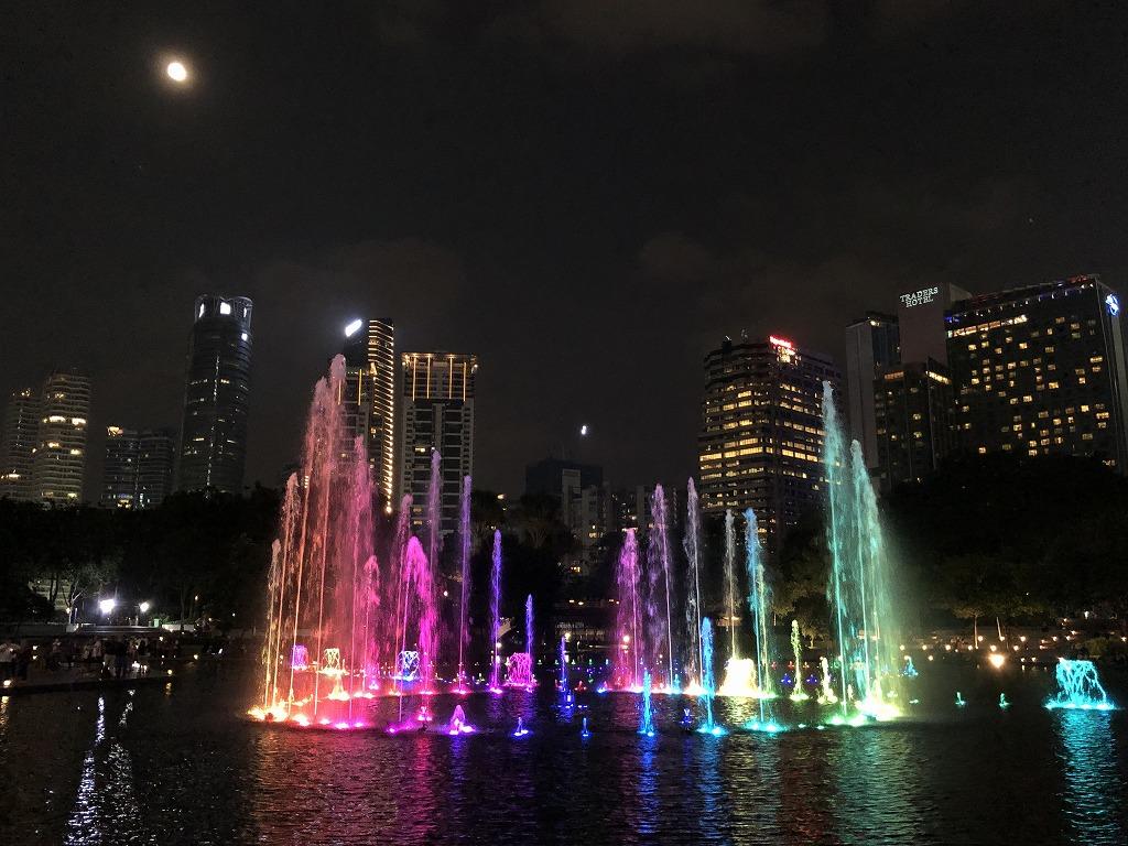 ペトロナスツインタワー(夜)の噴水ショー