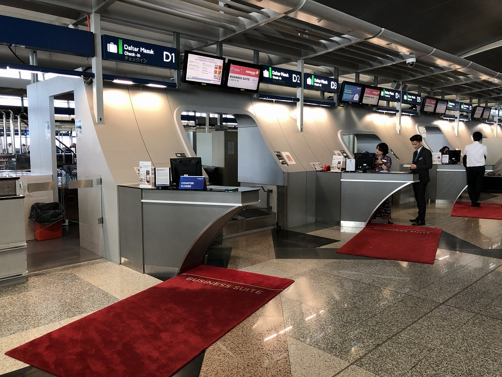 クアラルンプール国際空港のマレーシア航空のビジネススイートのチェックインカウンター3