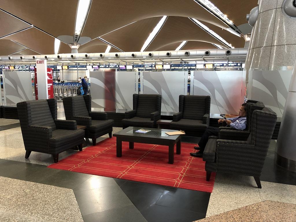クアラルンプール国際空港のマレーシア航空のビジネススイートのチェックインカウンター4