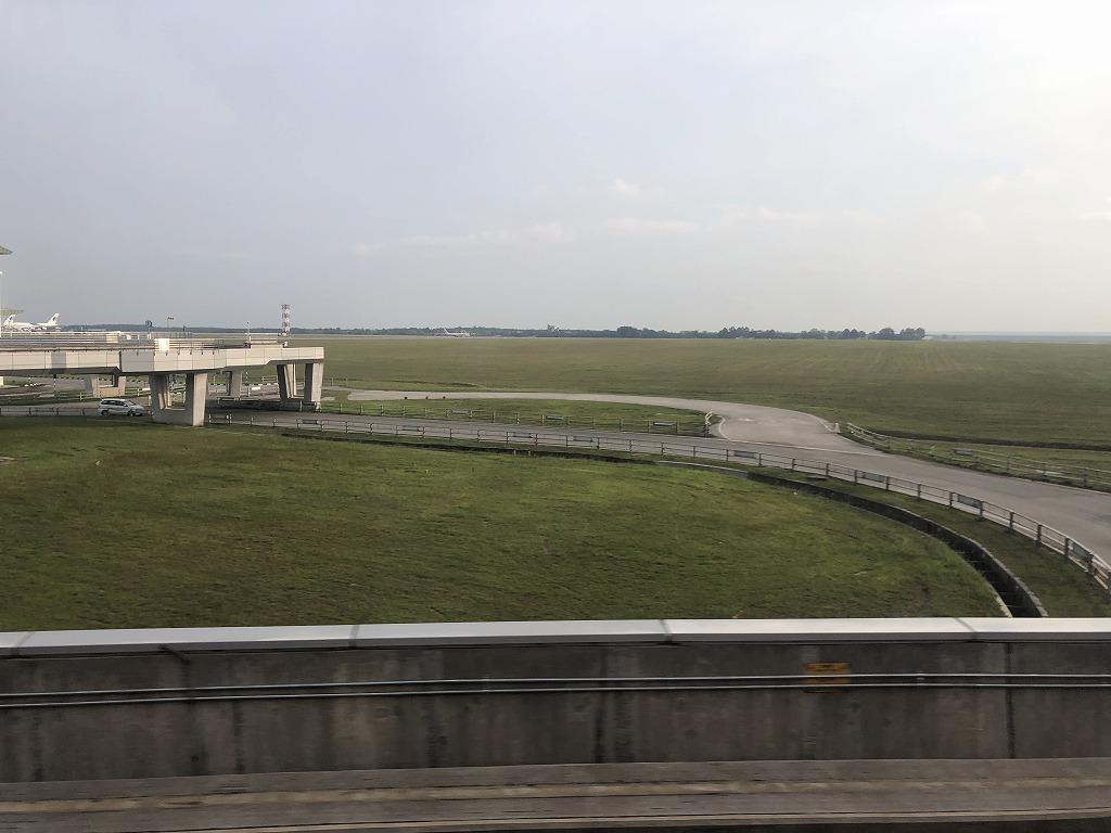 クアラルンプール国際空港のエアロトレインでサテライトへ3