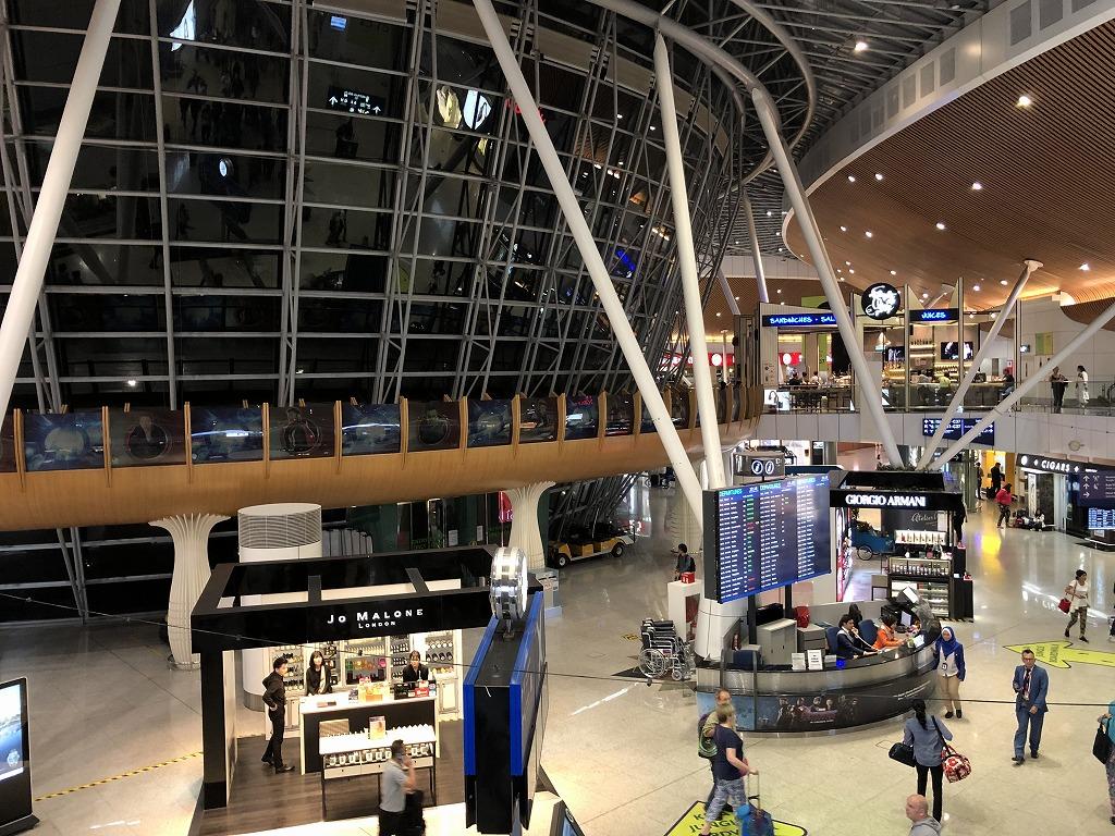 クアラルンプール国際空港の逆円錐