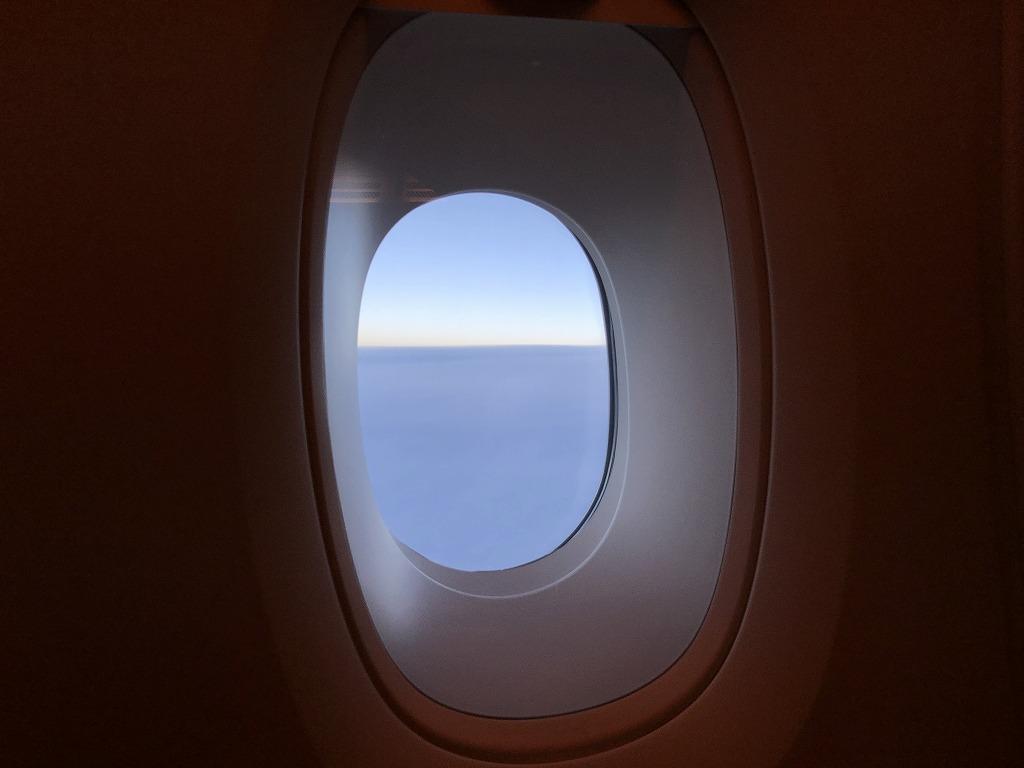 マレーシア航空MH88ビジネススイートからの水平線