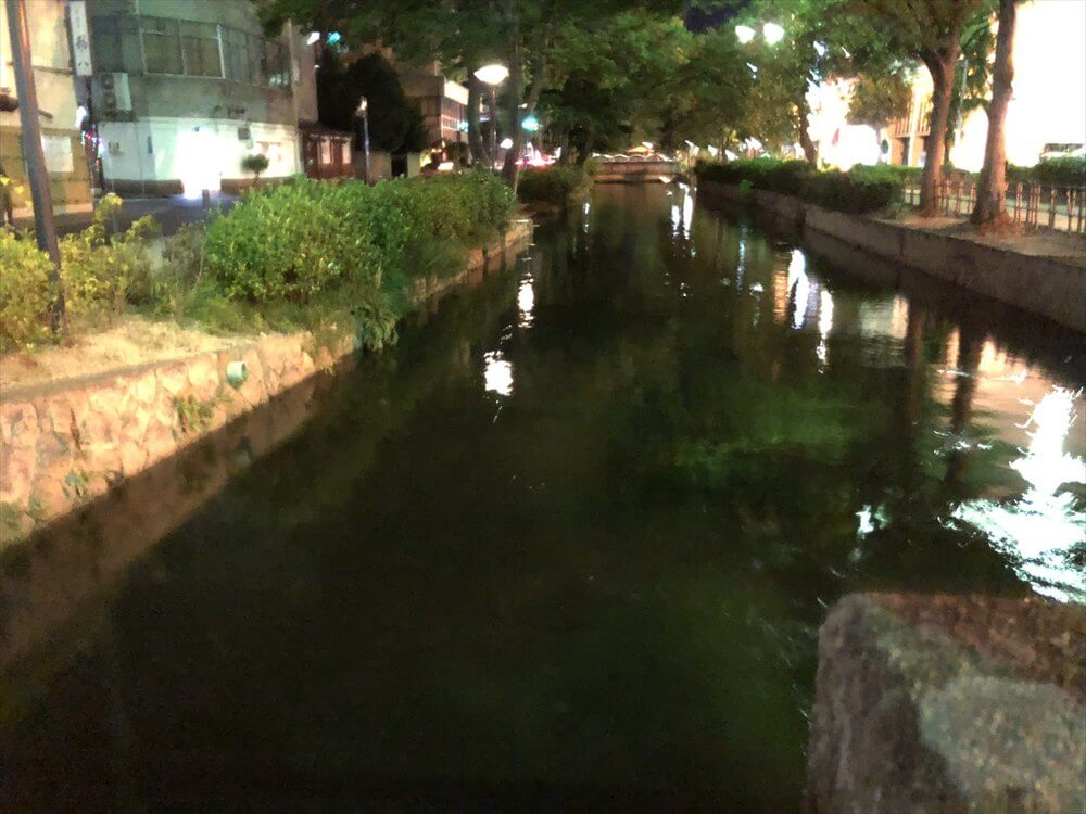 岡山市内の小川