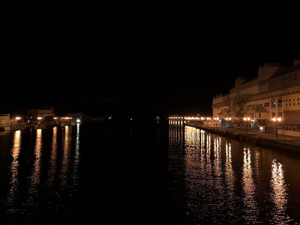深夜の幣舞橋から釧路川河口