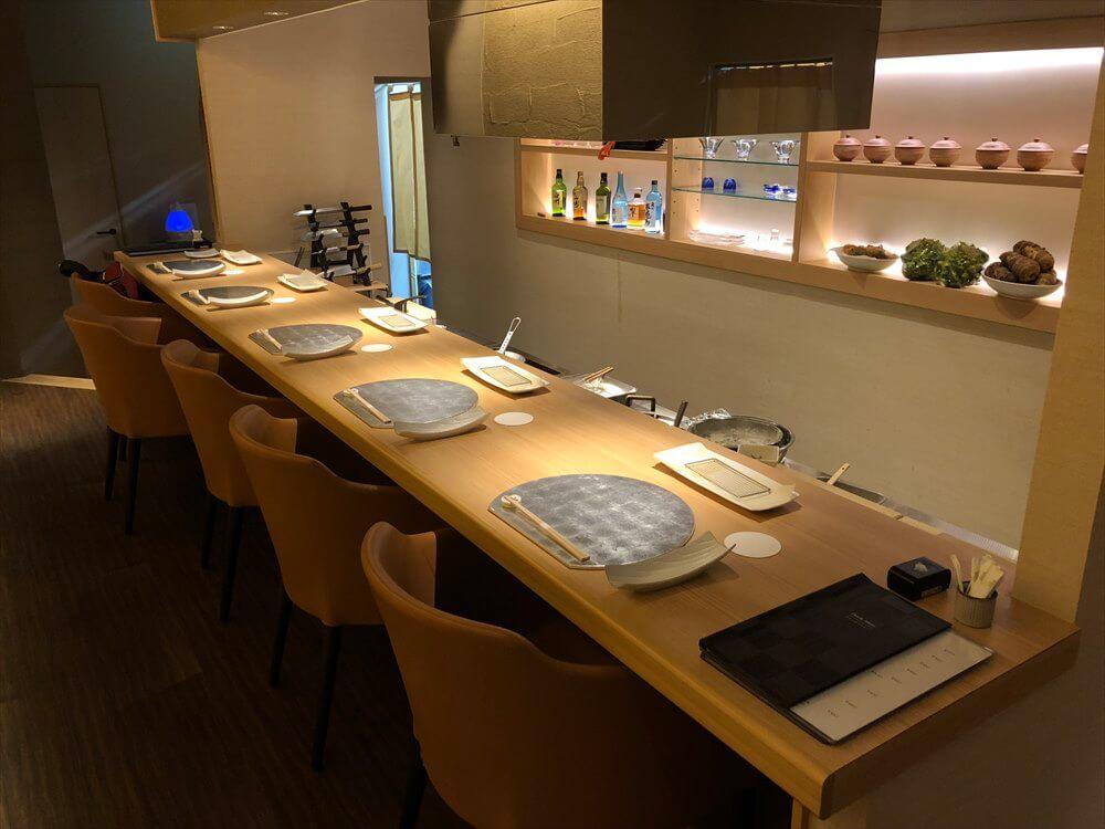 釧路の天ぷら「彩」のカウンター1