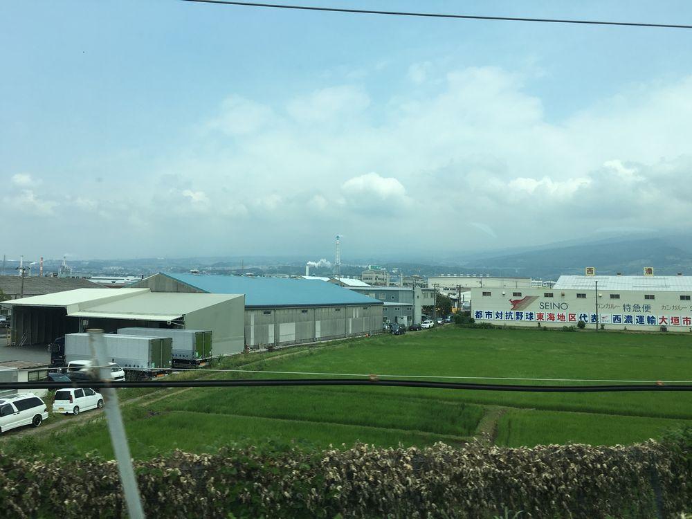 新幹線から見えなかった富士山