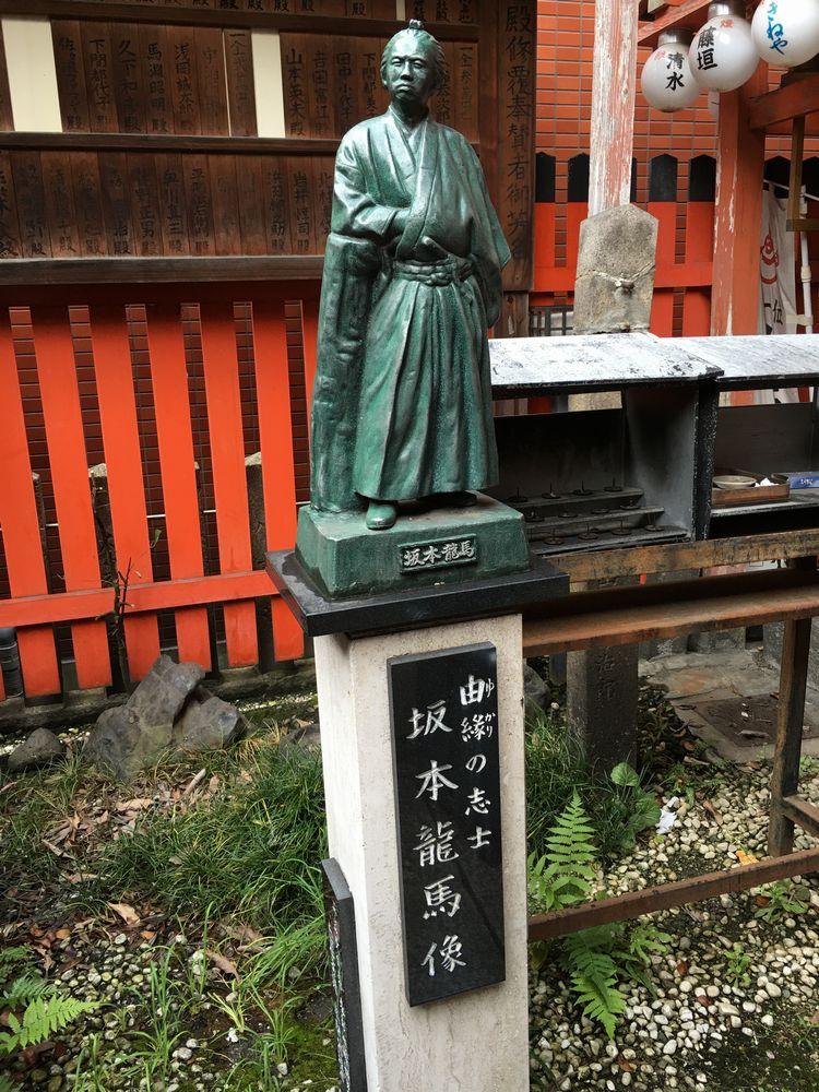 岬神社(土佐稲荷)の龍馬像