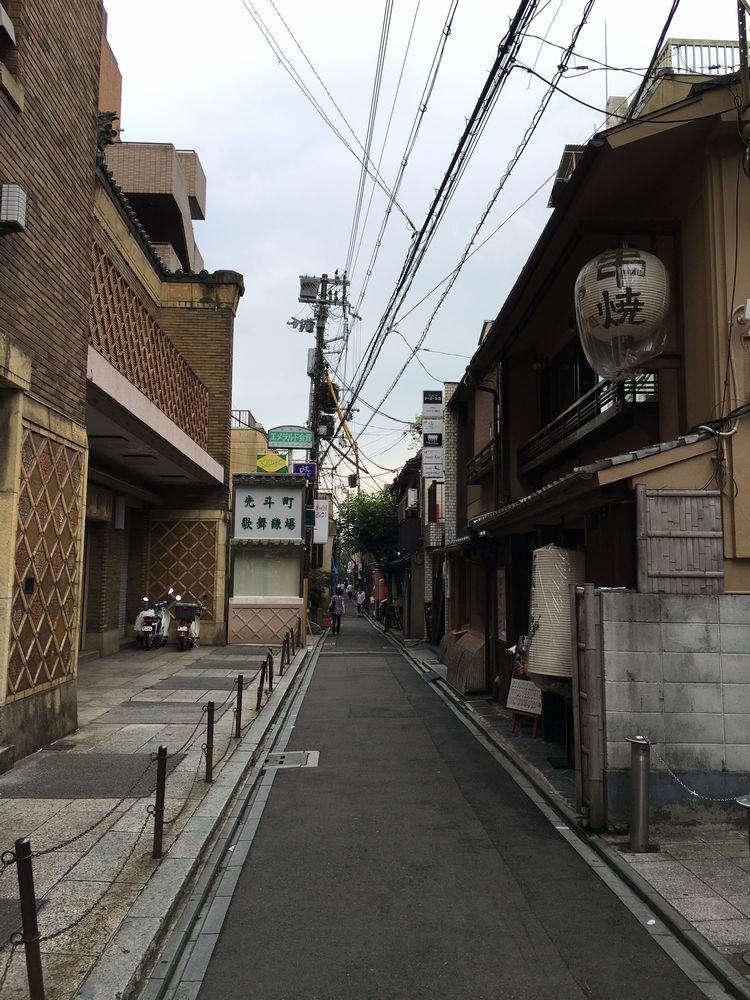 先斗町の狭い路地