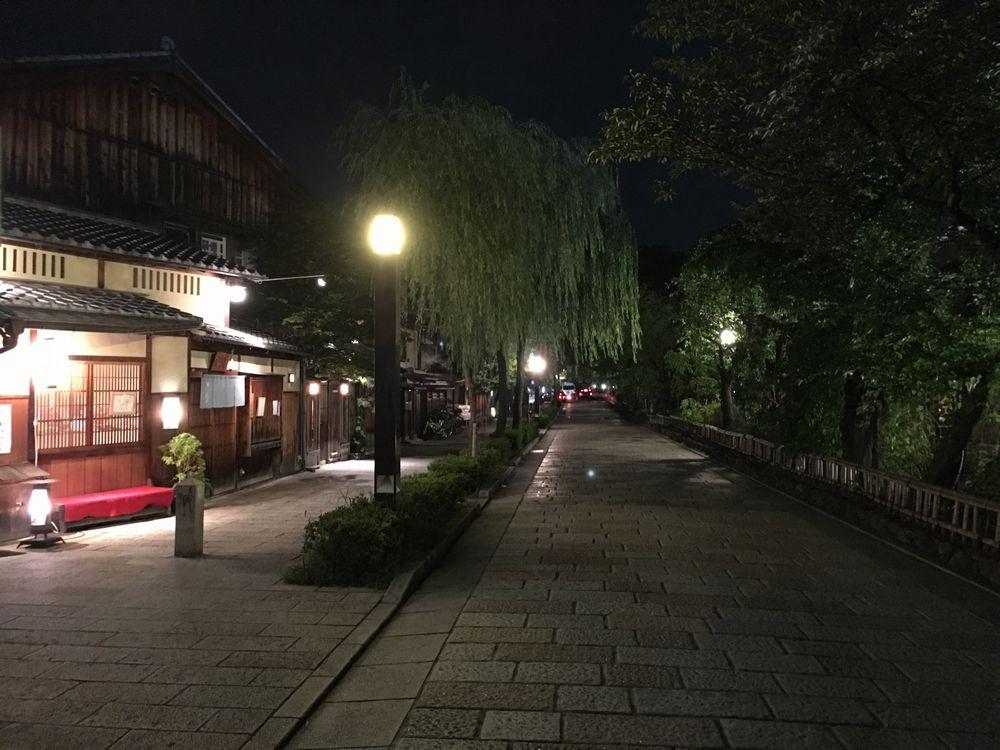 夜の祇園白川2