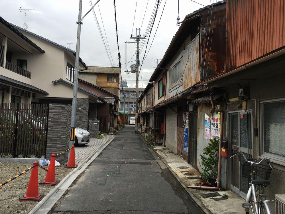 松林寺前の家並み