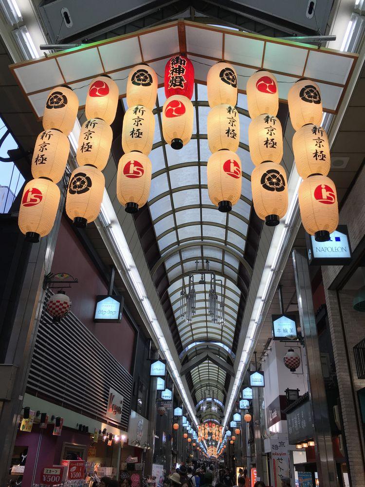 京都の新京極通