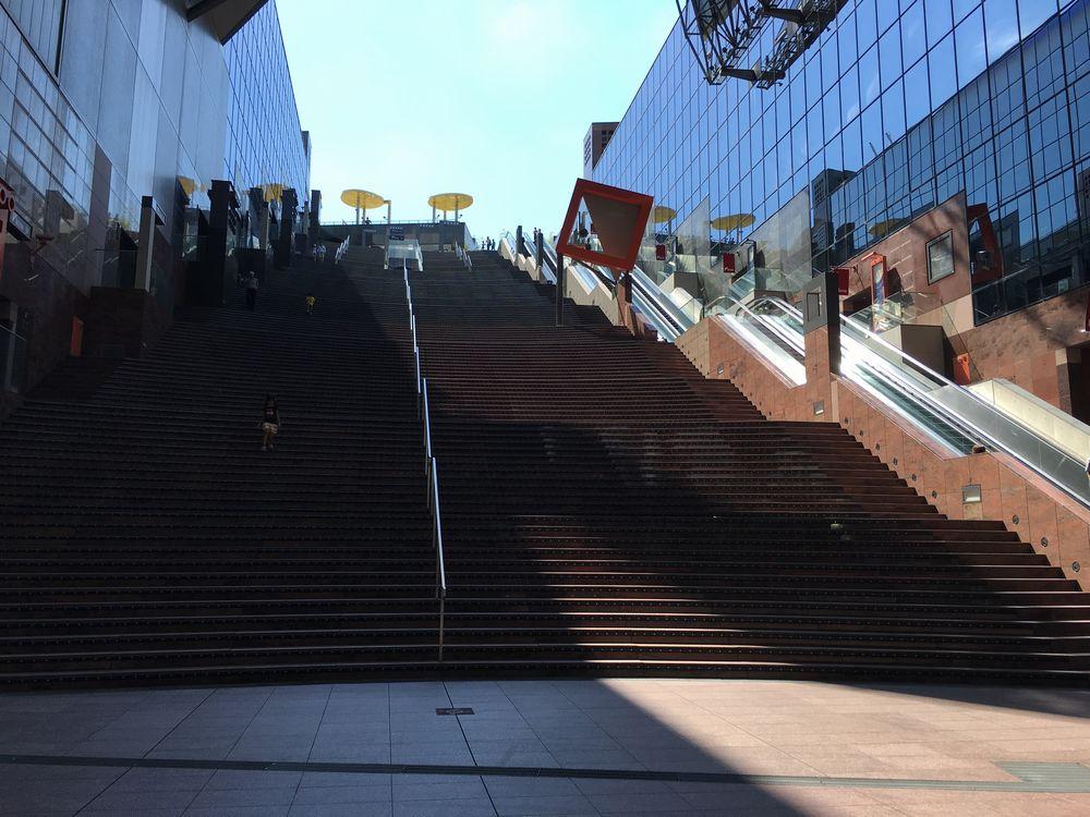 京都駅ビルの大階段