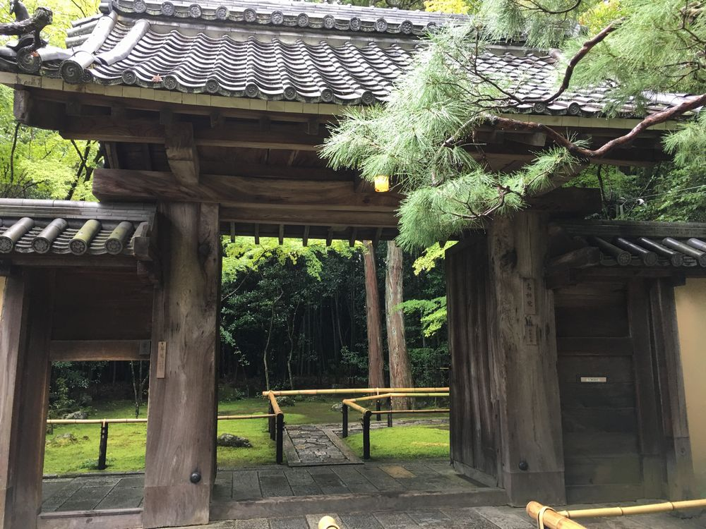 京都の大徳寺の高桐院の門