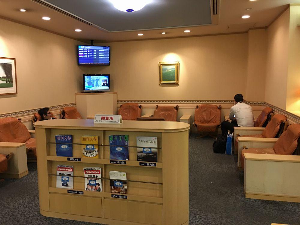 宮崎空港のラウンジ大淀のソファ