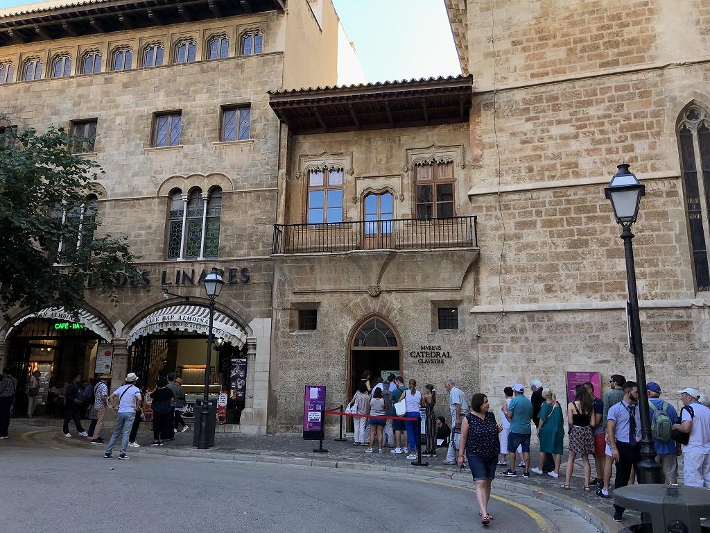 マヨルカ大聖堂の入場待機列