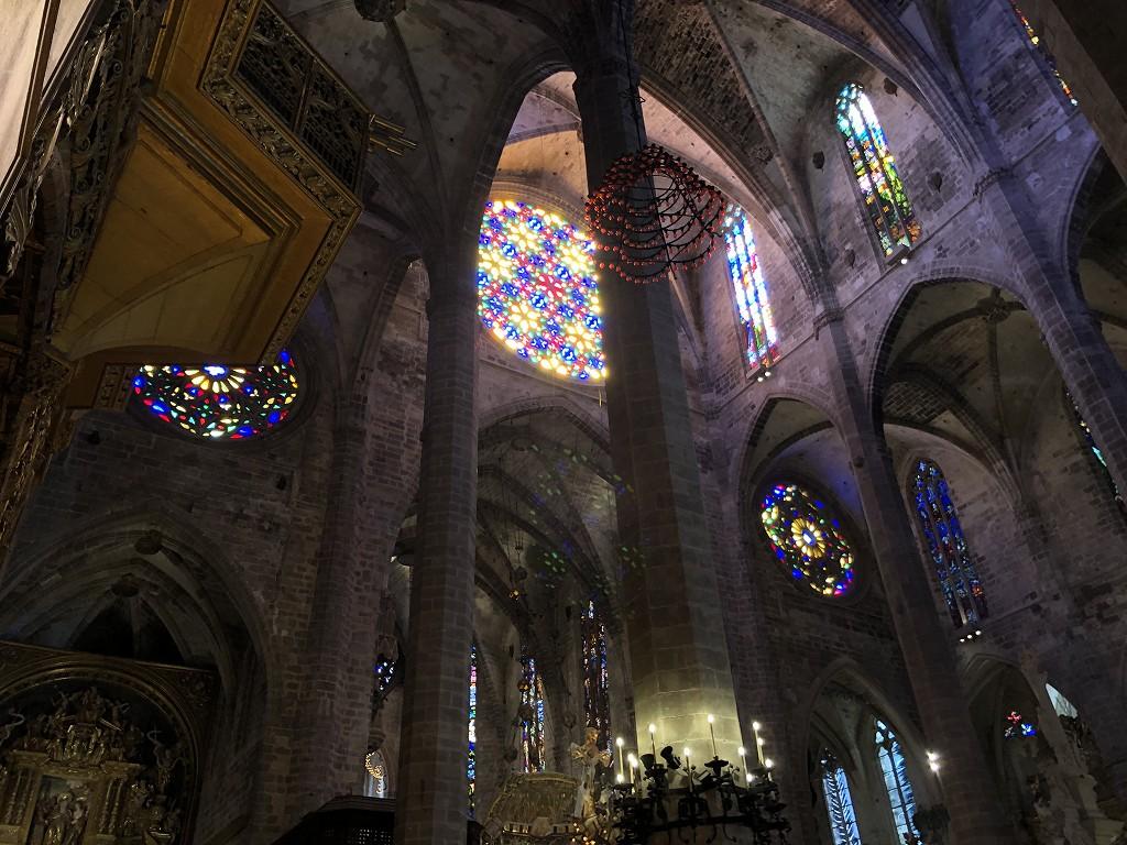 マヨルカ大聖堂のバラ窓からの光1