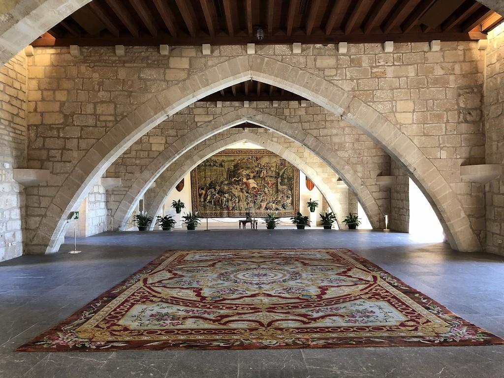 アルムダイナ宮殿の大広間