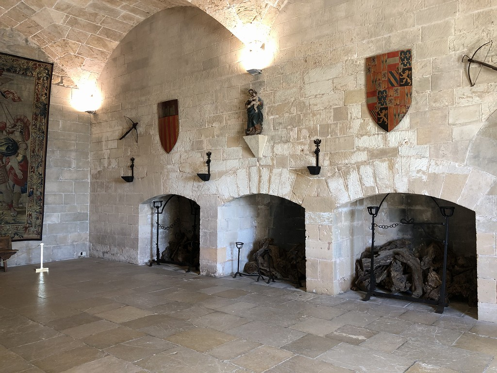 アルムダイナ宮殿の暖炉