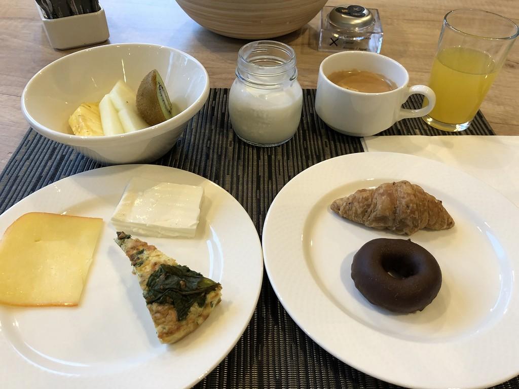 停電のACホテル・シウタット・デ・パルマの朝食