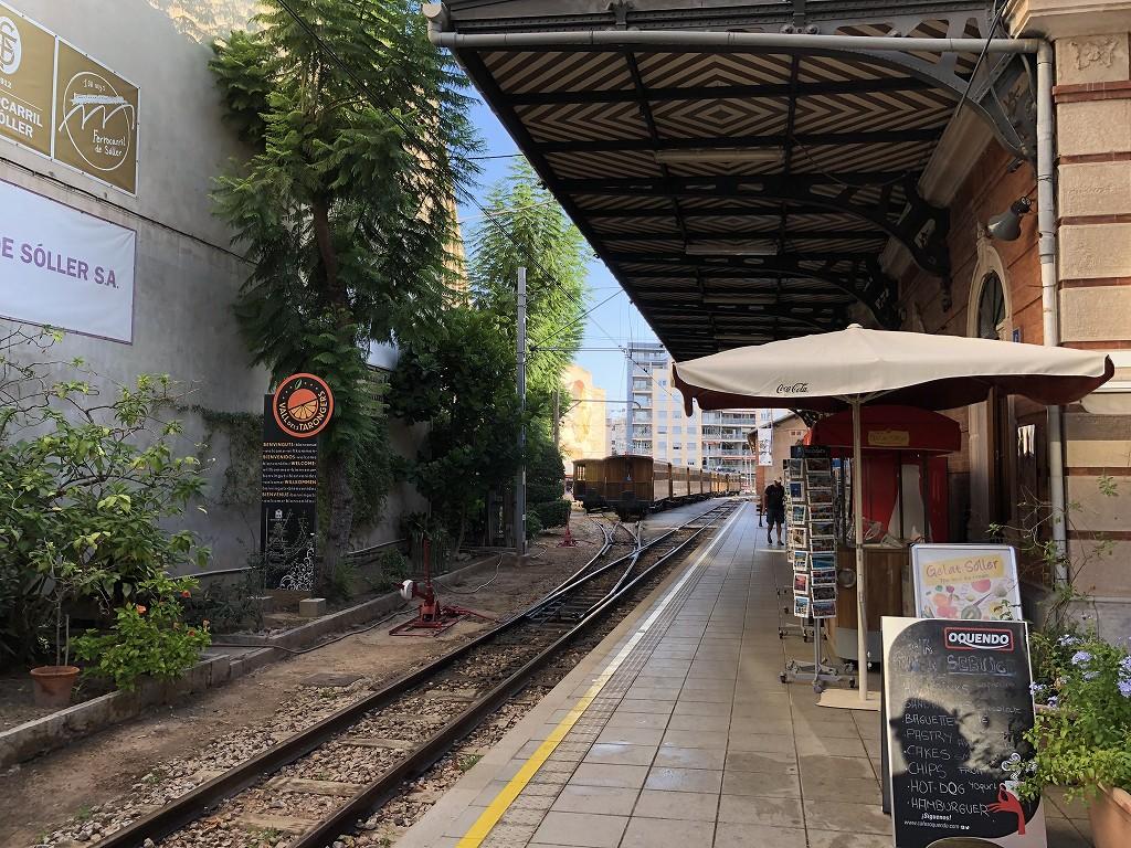 パルマ・デ・マヨルカのソーイェル鉄道の乗車駅