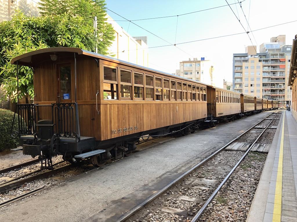 パルマ・デ・マヨルカのソーイェル鉄道の列車