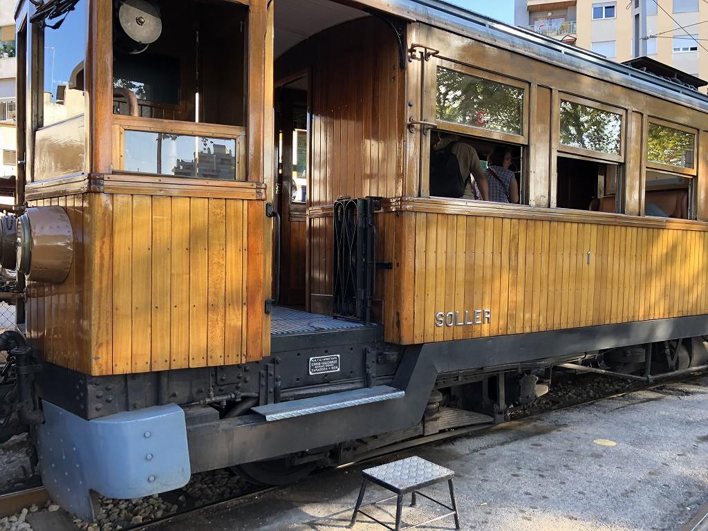 パルマ・デ・マヨルカのソーイェル鉄道の列車1