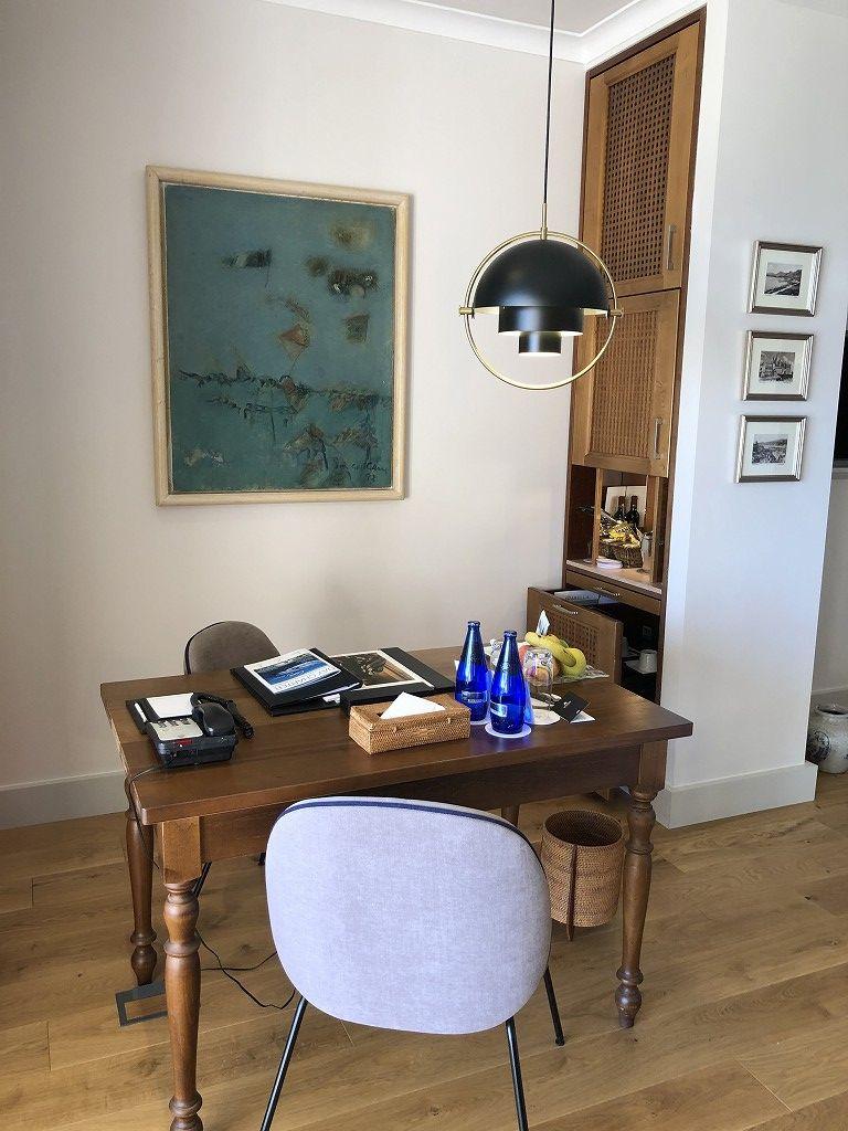 セントレジス・マルダバル・マヨルカリゾートのジュニアスイートのテーブル2