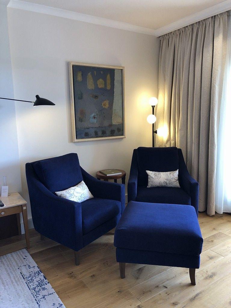 セントレジス・マルダバル・マヨルカリゾートのジュニアスイートのソファ