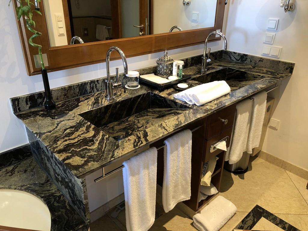 セントレジス・マルダバル・マヨルカリゾートのジュニアスイートの洗面所1