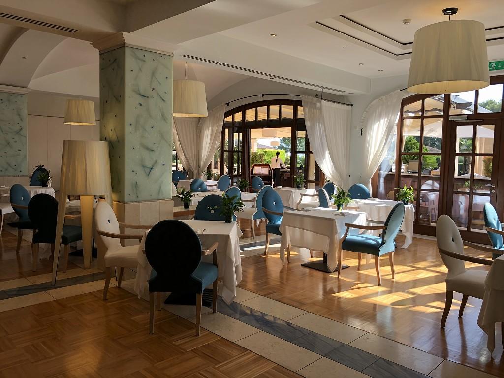 セントレジス・マルダバル・マヨルカリゾートのアクアレストランの内観1
