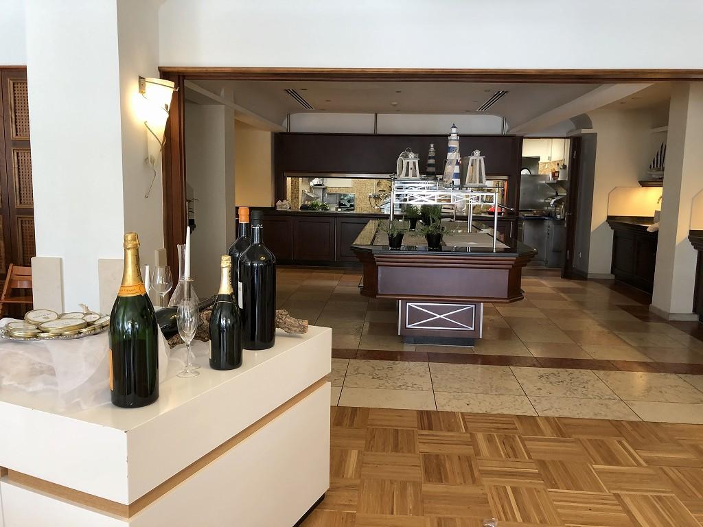 セントレジス・マルダバル・マヨルカリゾートのアクアレストランの内観2