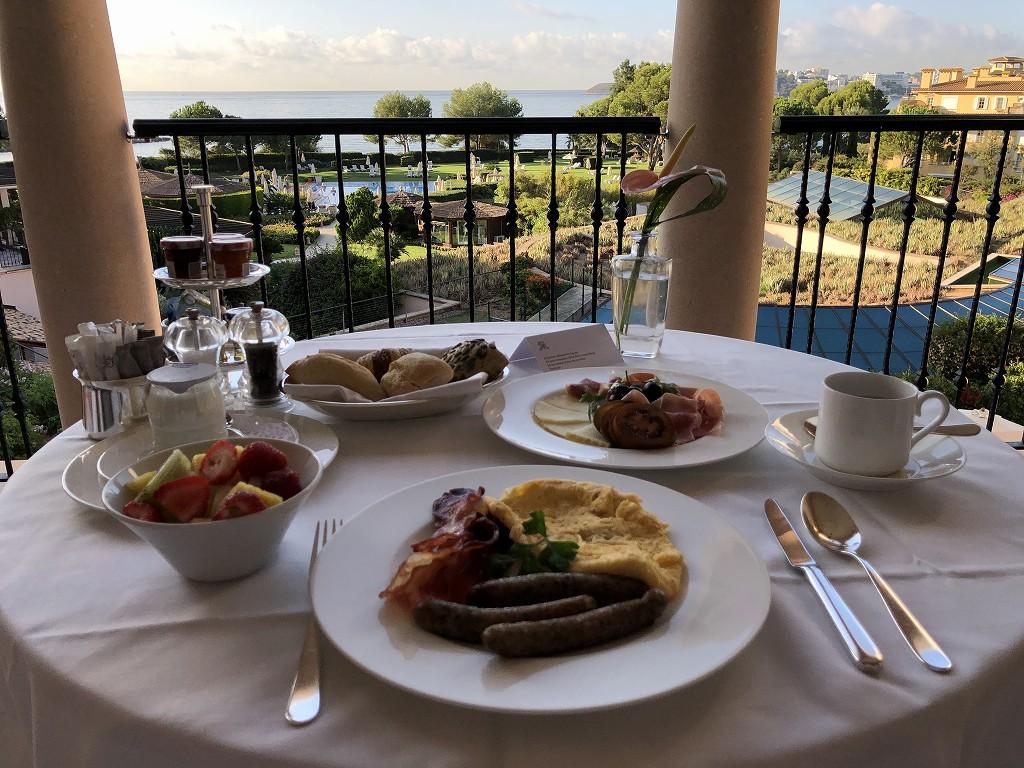 セントレジス・マルダバル・マヨルカリゾートのインルームダイニングの朝食2