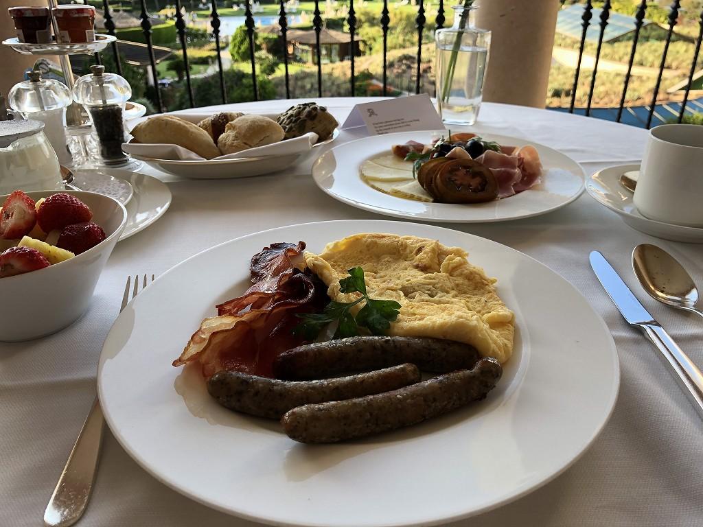 セントレジス・マルダバル・マヨルカリゾートのインルームダイニングの朝食3