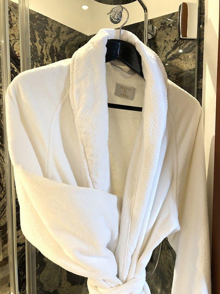 セントレジス・マルダバル・マヨルカリゾートのフレッテのバスローブ