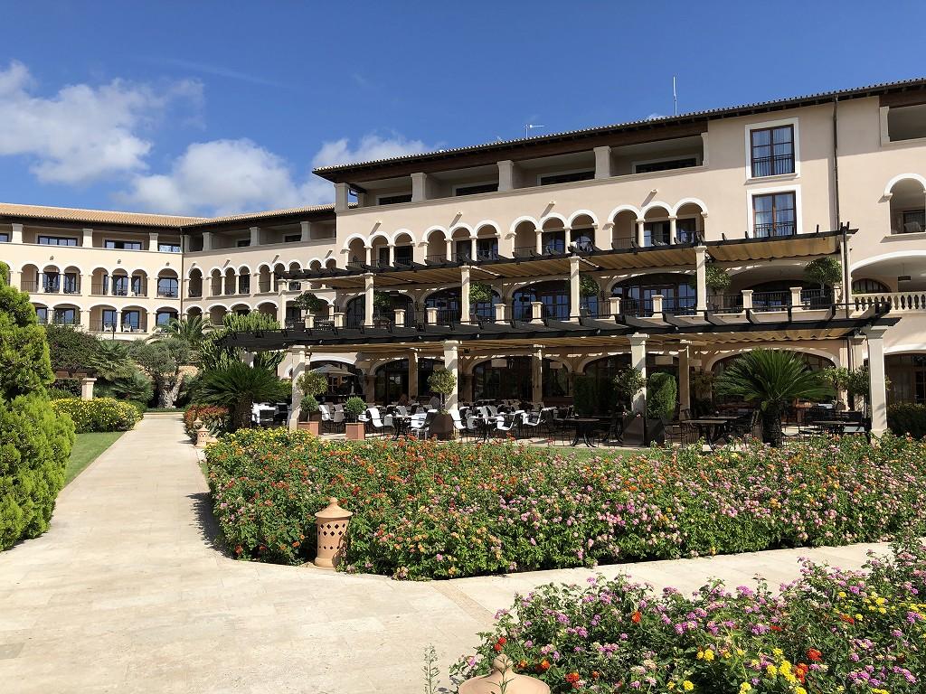 セントレジス・マルダバル・マヨルカリゾートの庭2