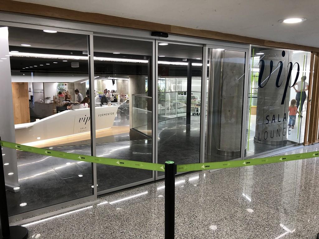 パルマ・デ・マヨルカ空港のSALA VIPラウンジ Formentorの入り口1
