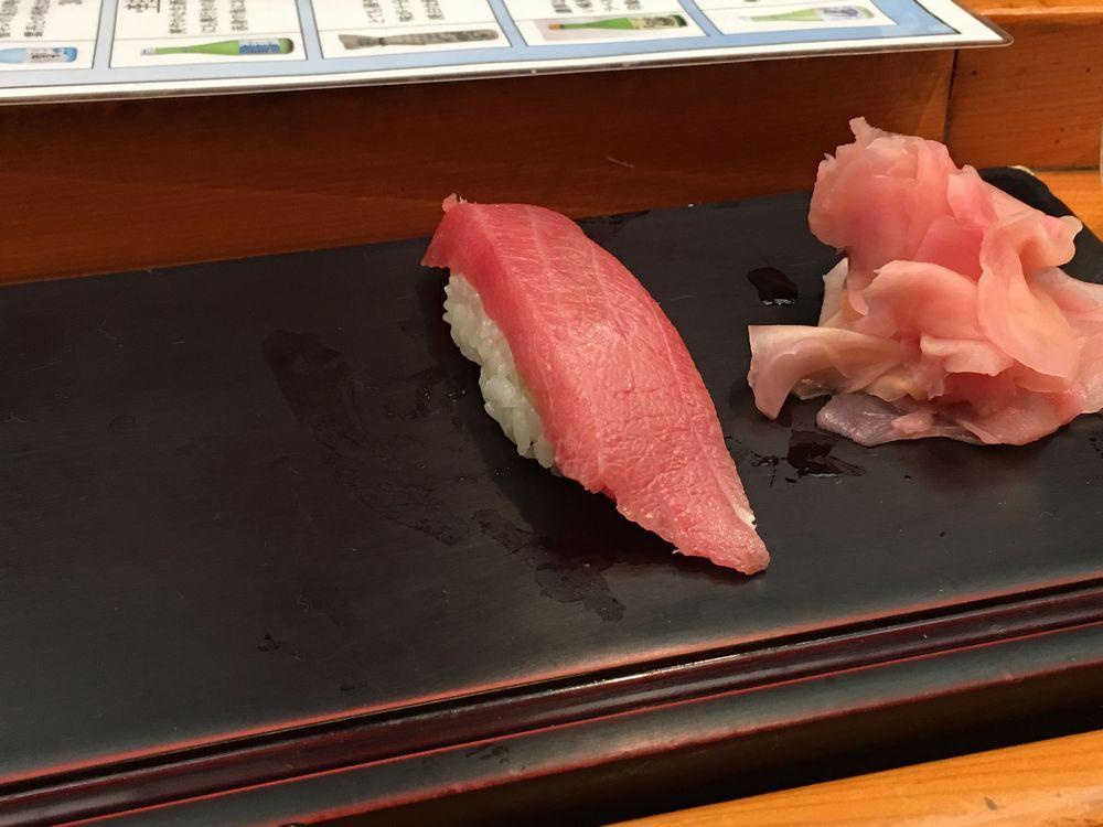 松江の呉竹鮨の中トロ