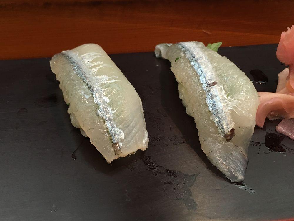 松江の呉竹鮨のサヨリ