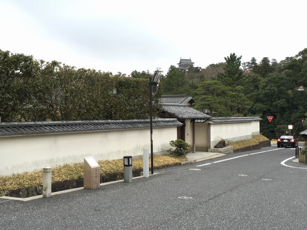 島根県知事公舎から松江城の天守閣を眺める