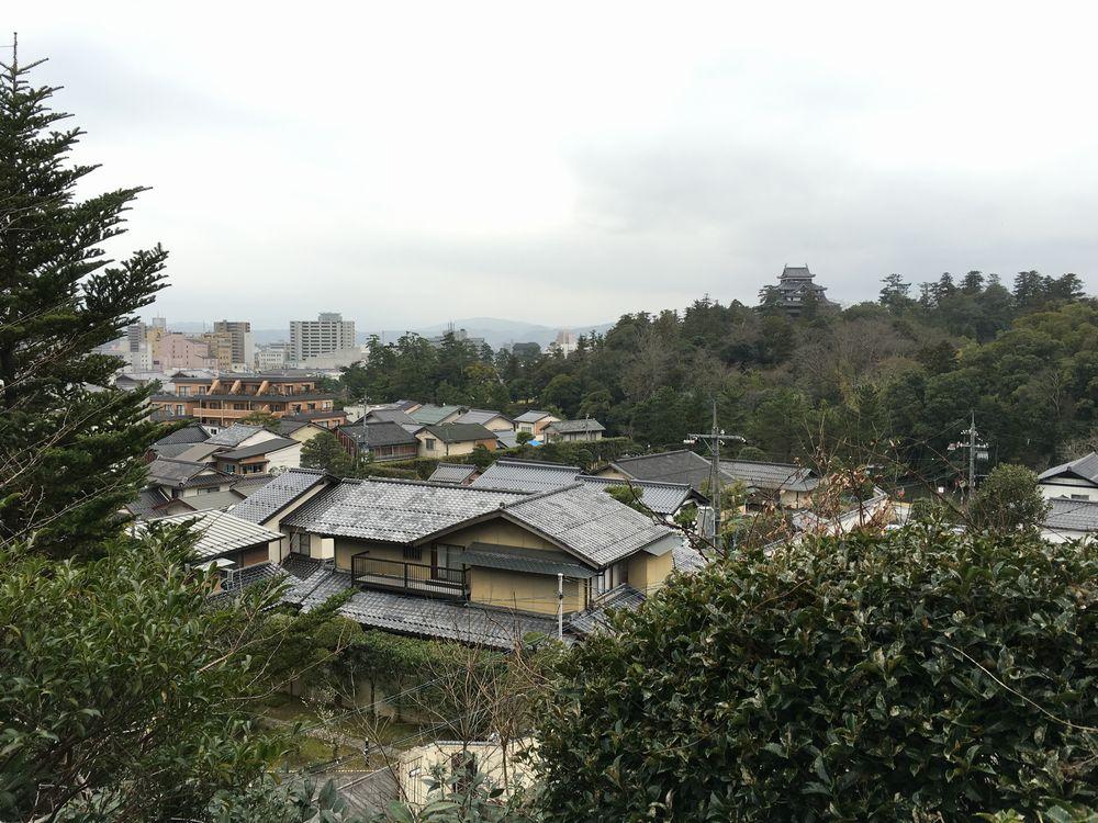 明々庵から松江城の天守閣