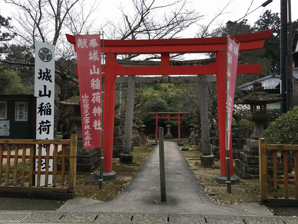 松江城の城山稲荷神社