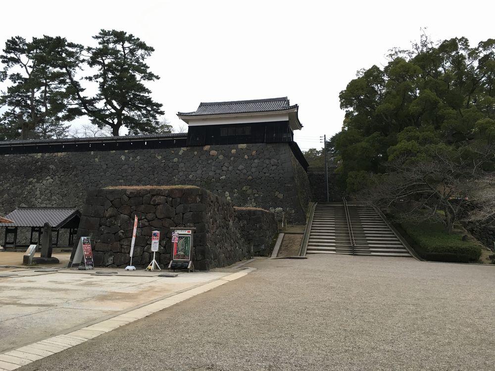ひっそりとした松江城内